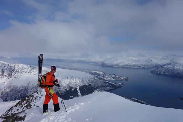 Raúl Lora esquiando