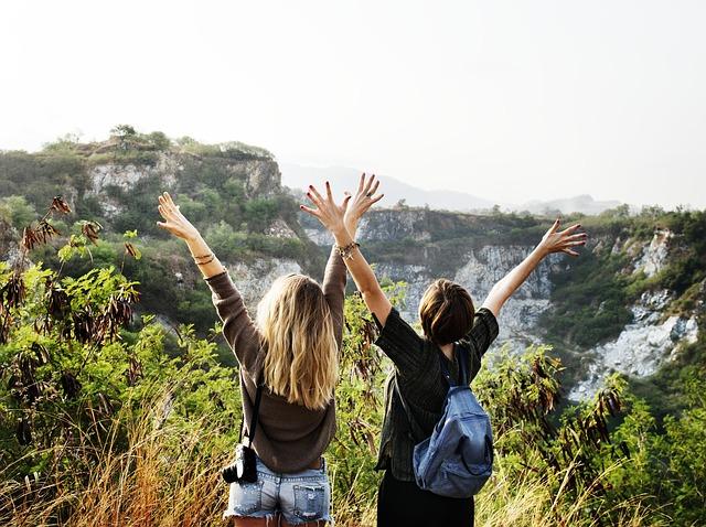 Dos amigas viviendo su aventura