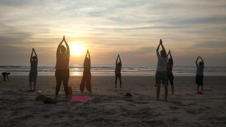 Yoga al caer el Sol